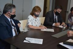 Firma de escritura de compraventa del inmueble recientemente adquirido al Fideicomiso Santa Catalina.